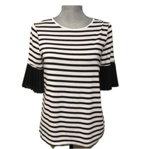 2/$25💞  Black and white stripe Lord & Taylor top